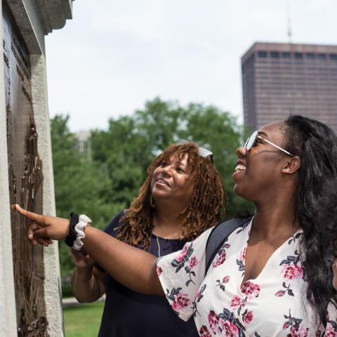 L'Merchie and two students look at a monument in Boston Common.